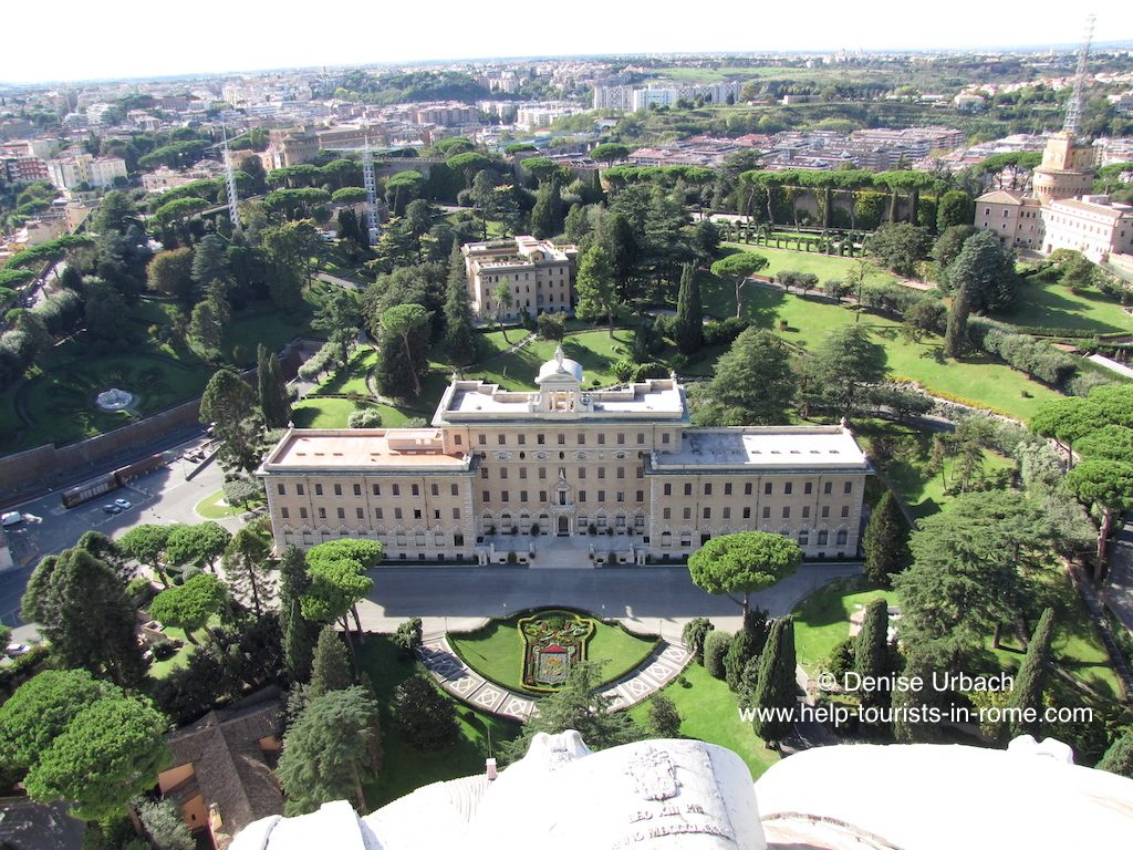 ausblick-petersdom-auf-vatikanische-gaerten-rom