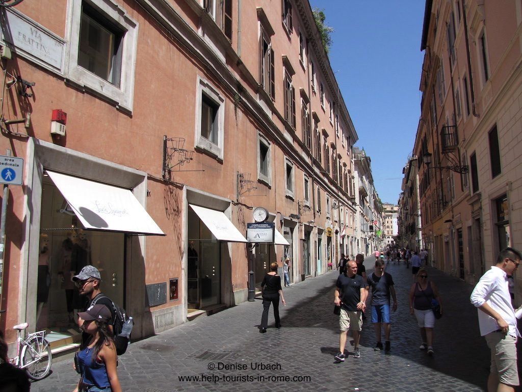 via-frattina-for-shopping-in-rome