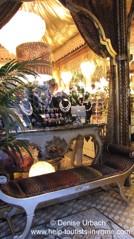 vintageladen rom helptourists in rome. Black Bedroom Furniture Sets. Home Design Ideas