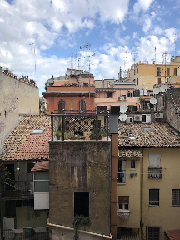 h user rom helptourists in rome. Black Bedroom Furniture Sets. Home Design Ideas