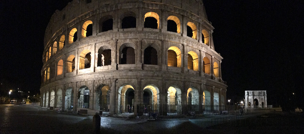 kolosseum rom by night helptourists in rome. Black Bedroom Furniture Sets. Home Design Ideas