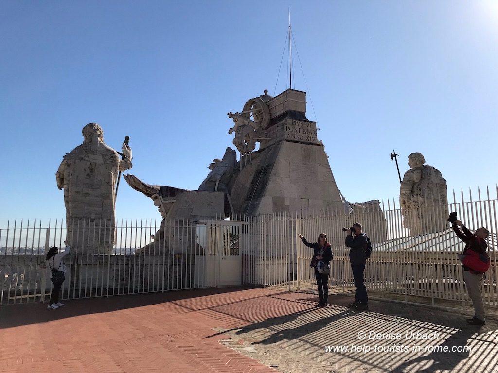 Auf dem Petersdom Rom