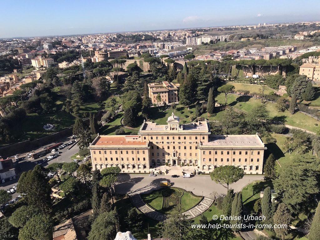 Blick Petersdom Kuppel auf die vatikanischen Gärten