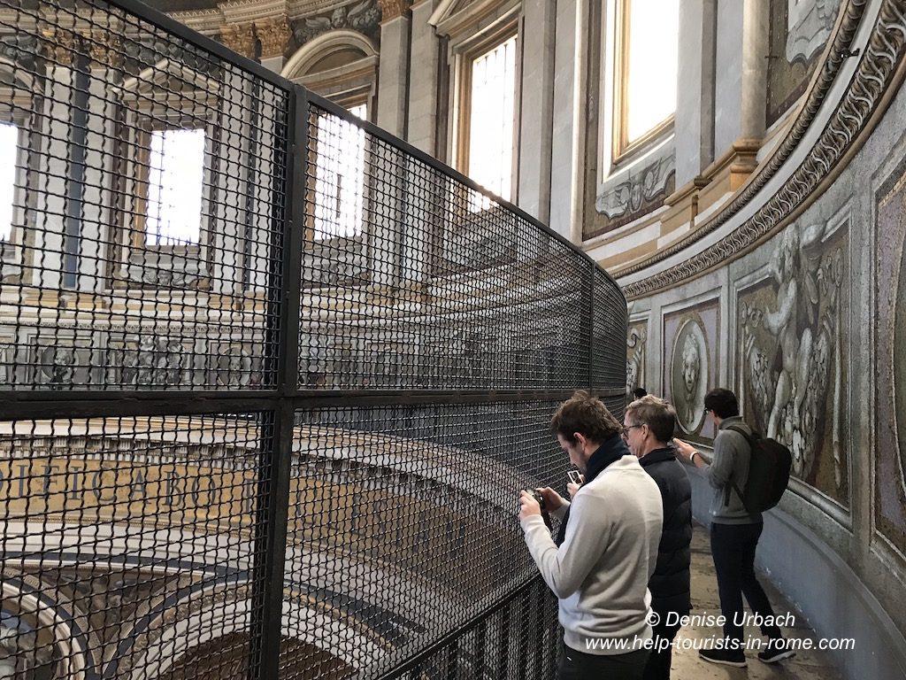 Petersdom Kuppel Blick in Innere des Petersdom