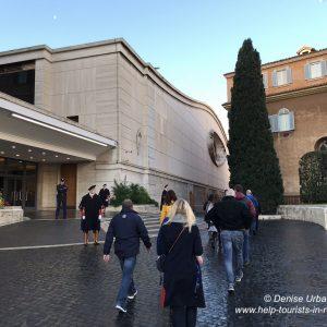 Schweizer Garde vor Audienzhalle Vatikan