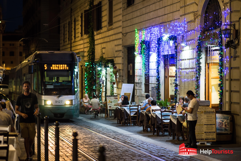 ROM_Abendessen-Gassen-Tram