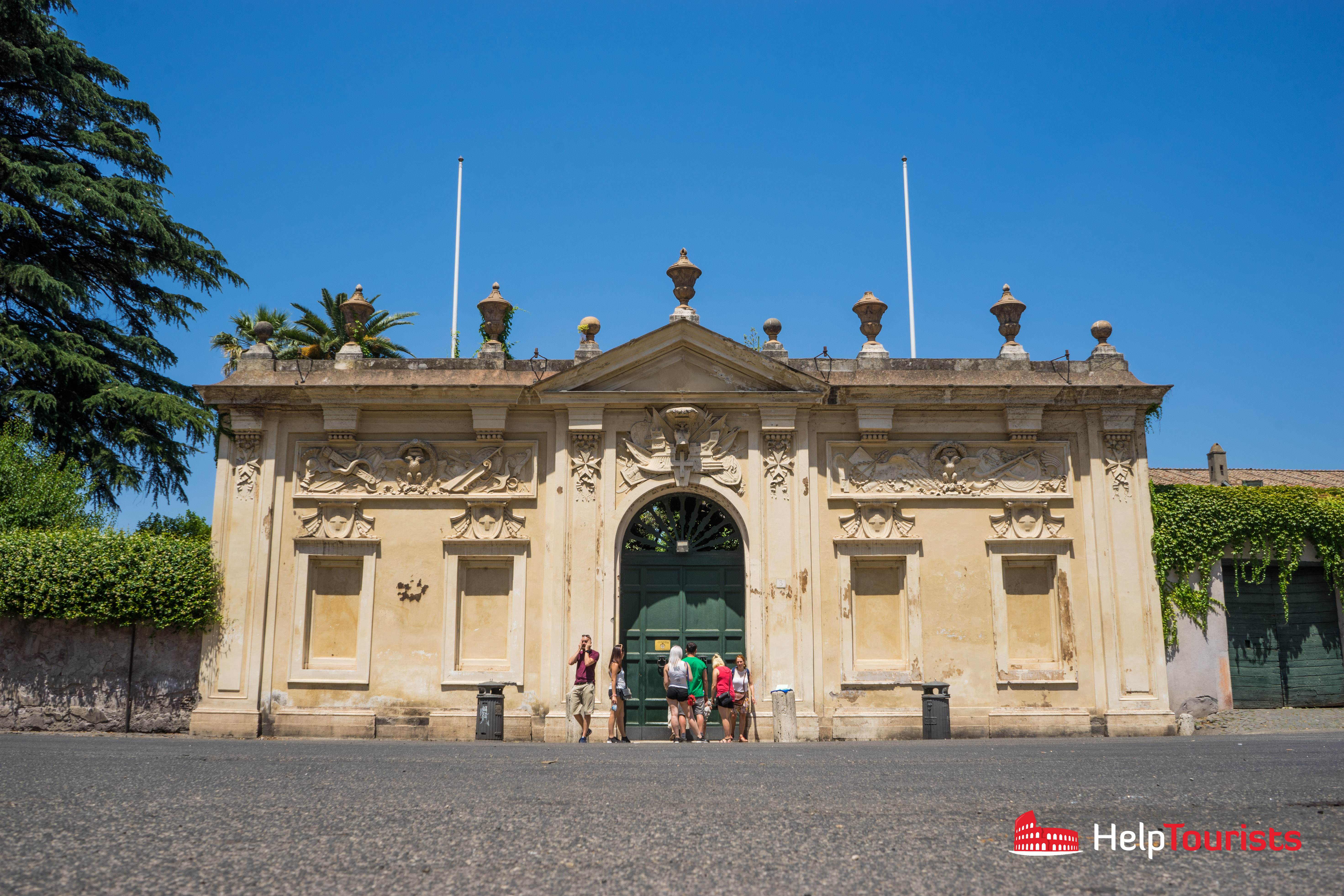 ROME_Aventine_Keyhole_gate_cross_l