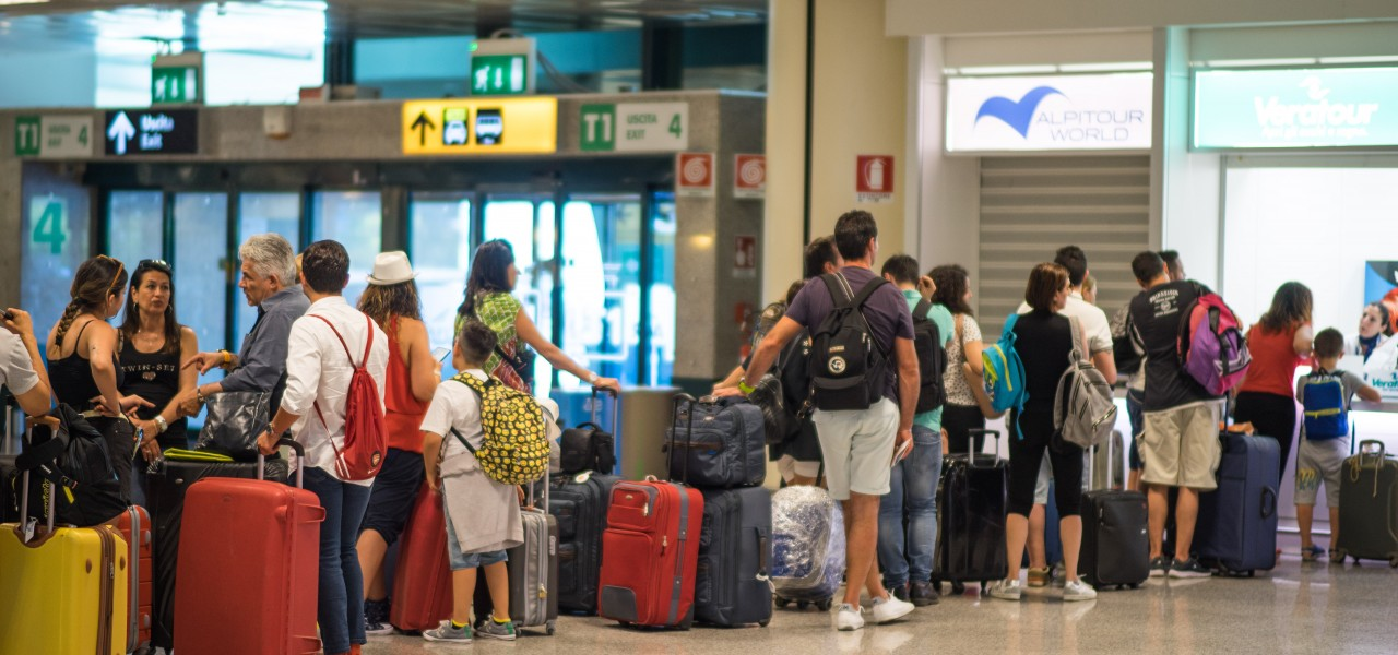 ROME_airport_waiting line