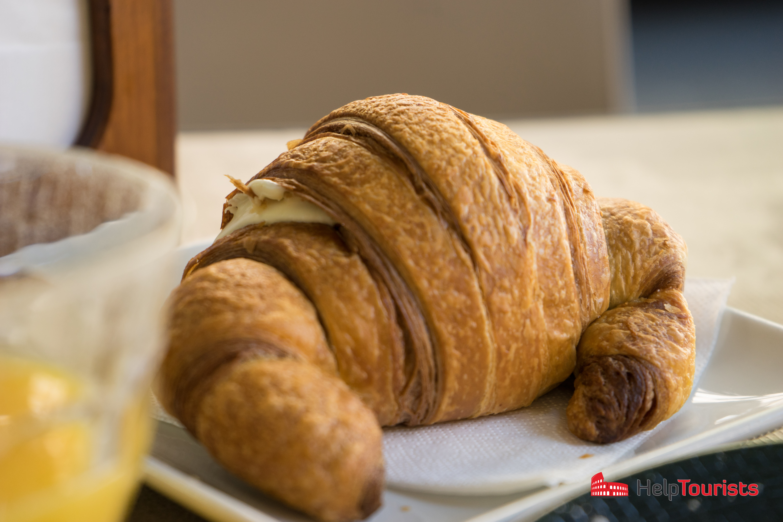 ROM_Fruehstueck_croissant_l