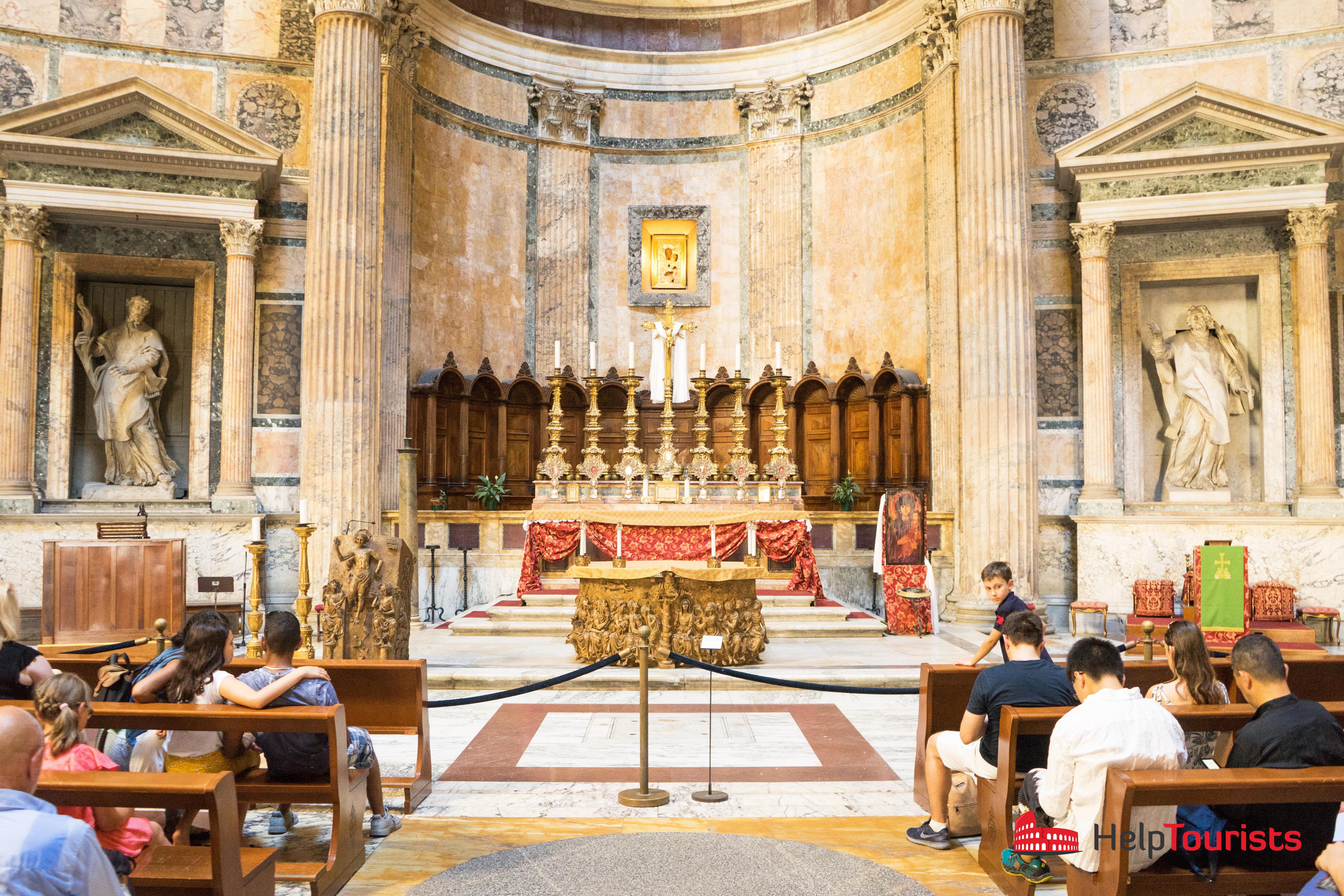 ROME_Pantheon_Altar_l