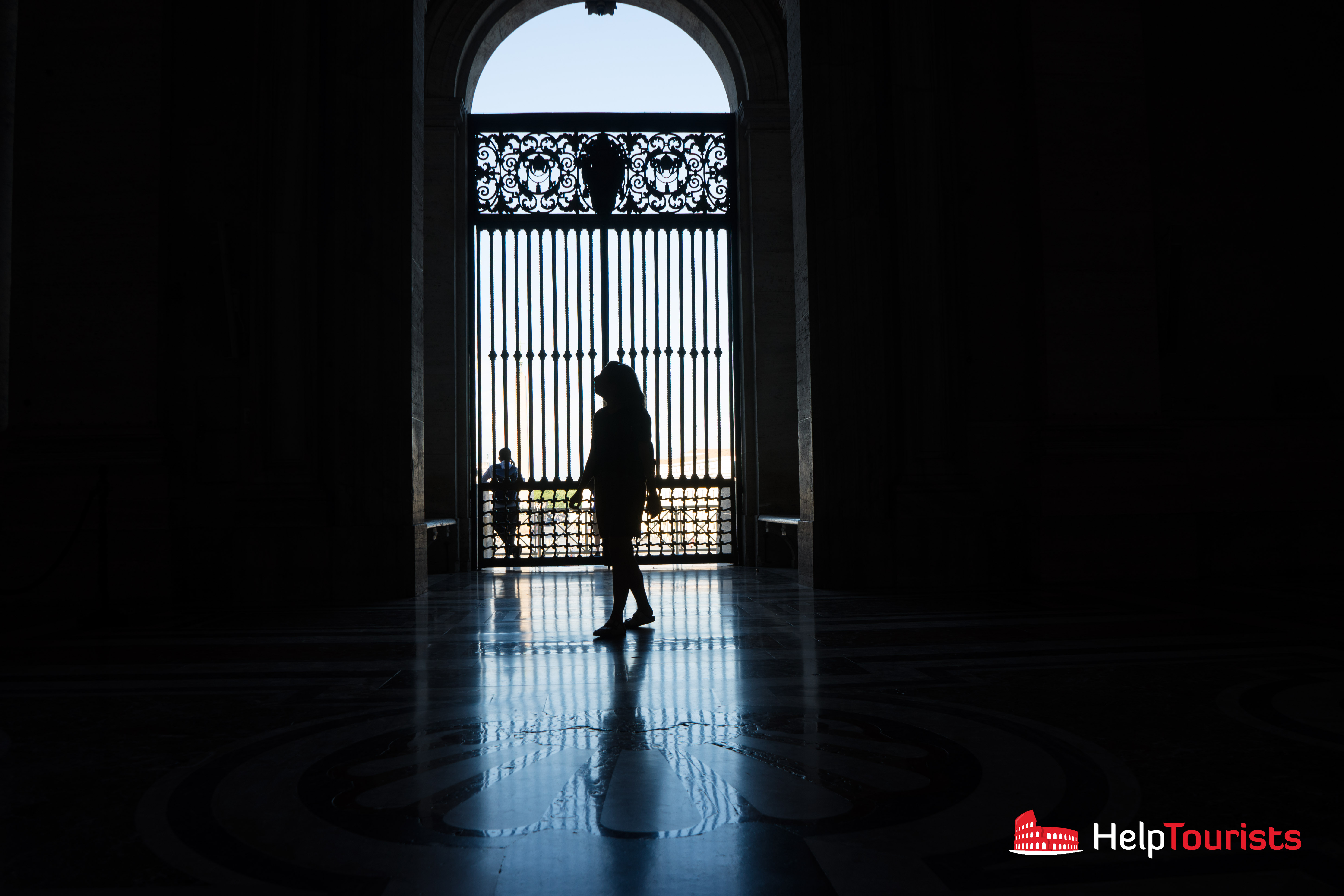 ROME_St_Peter's_Basilica_exit_window_l