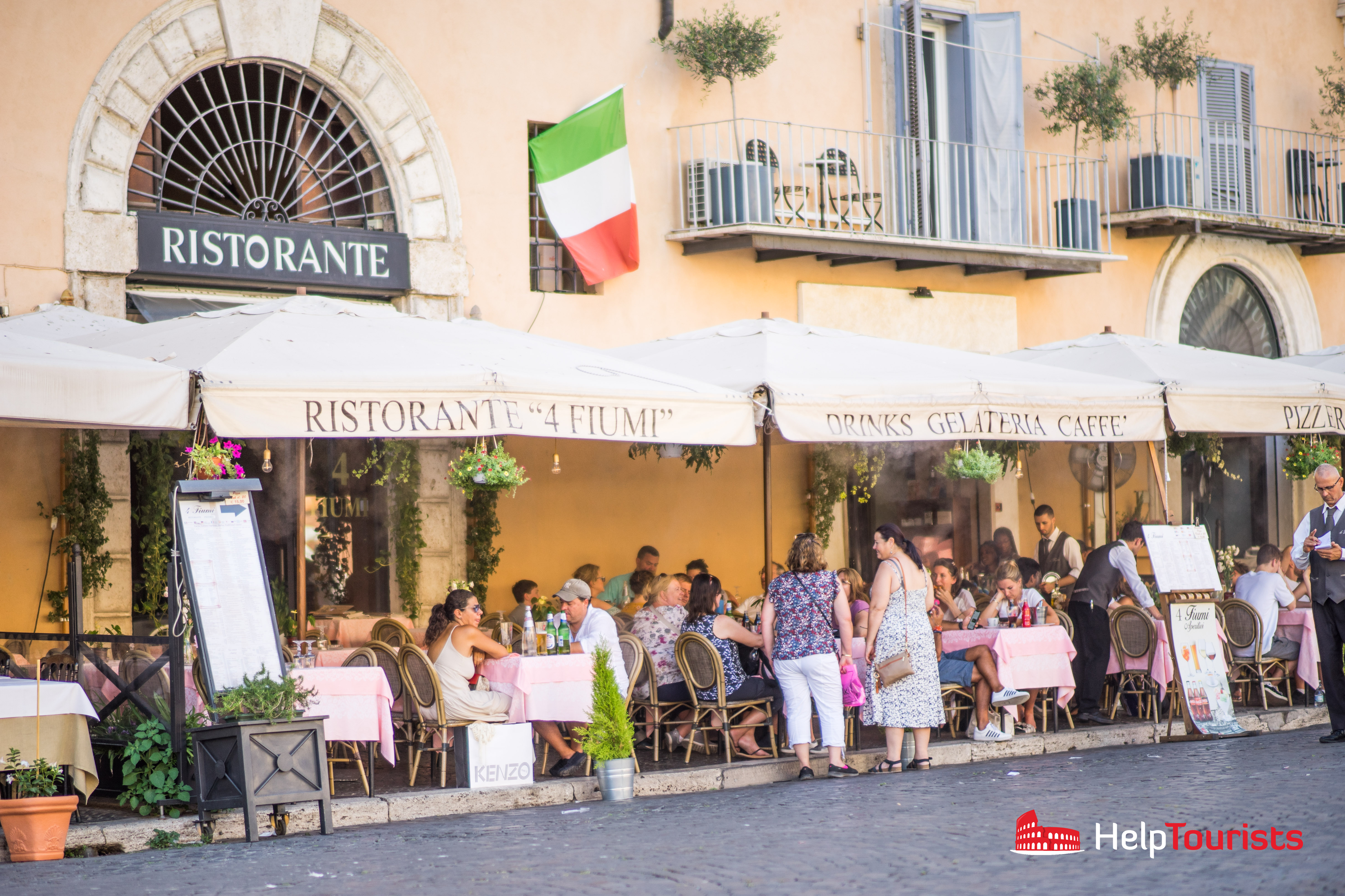 ROME_Piazza-Navona_Restaurants_l