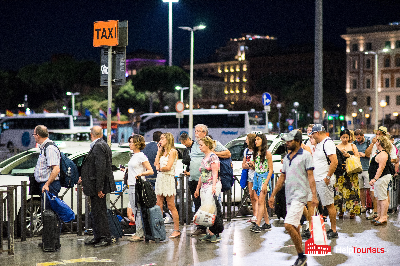 ROME_Taxi-waiting line_Termini