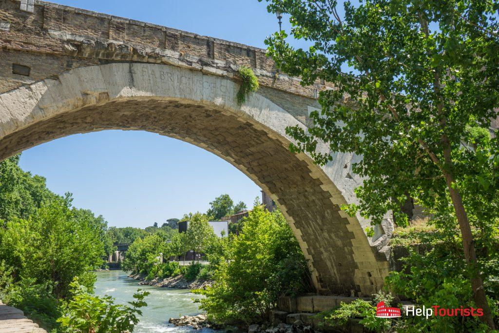 ROME_Tiber_island_bridge_l