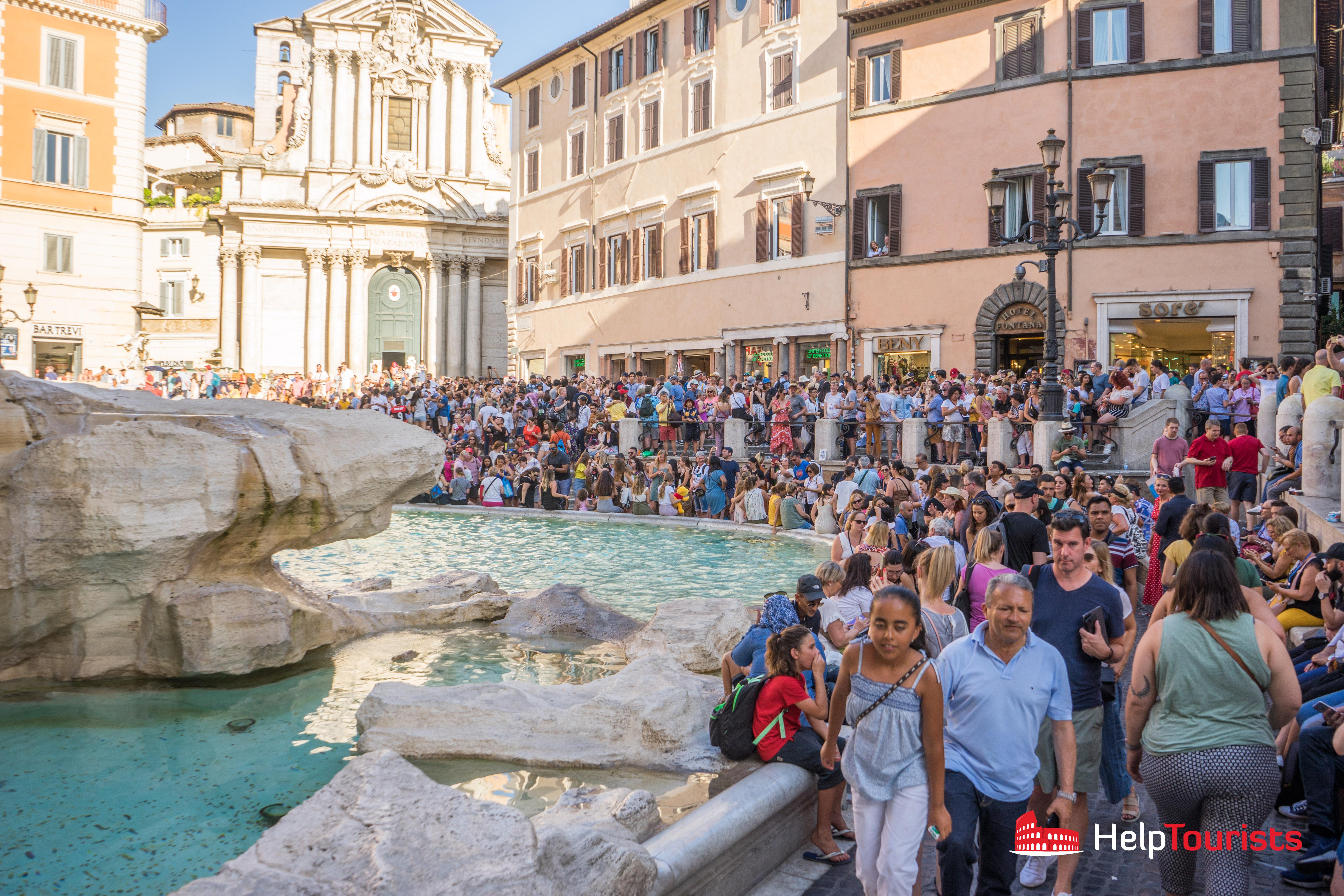ROME_Trevi fountain_crowd_02_l