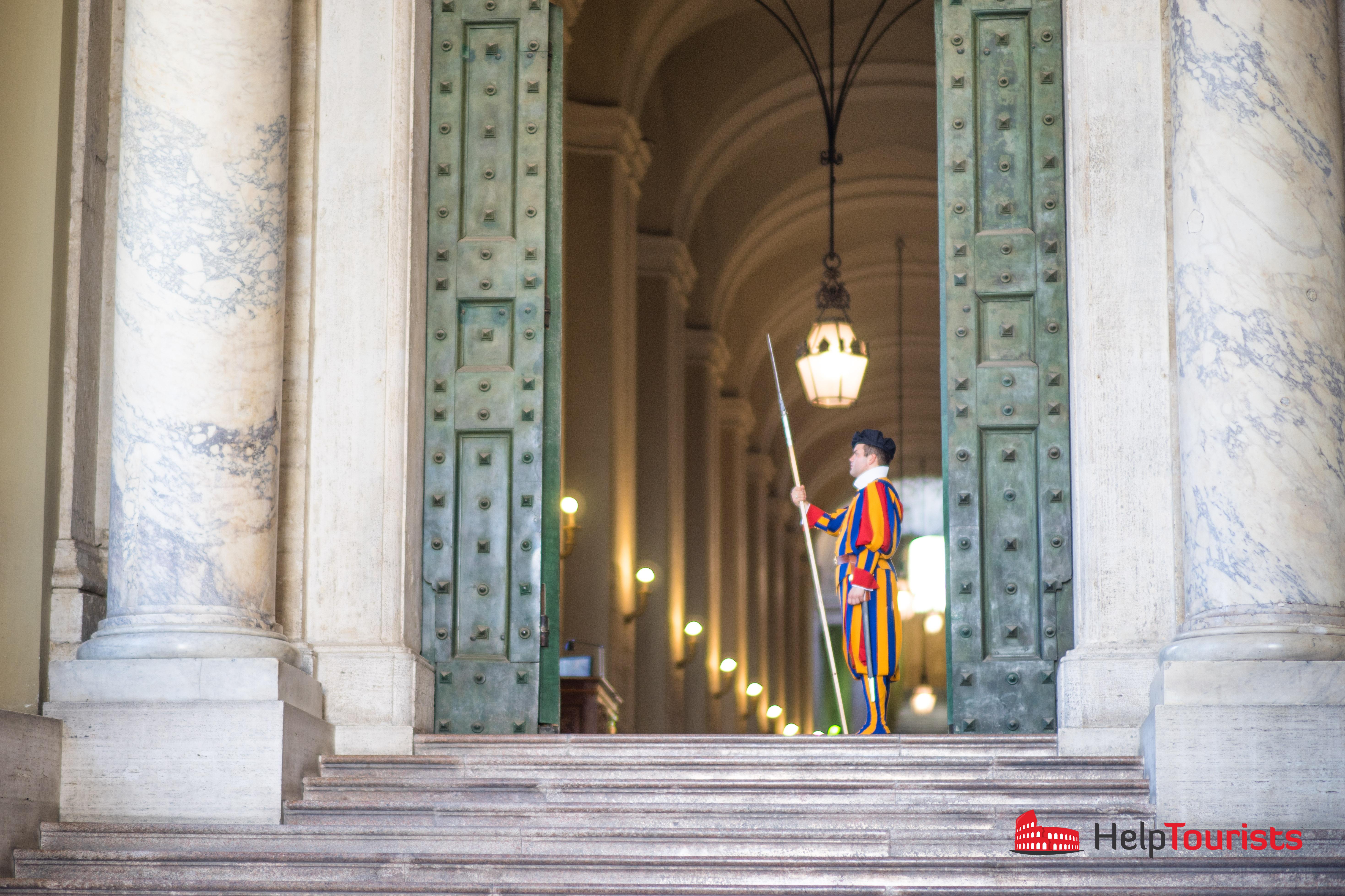ROME_Vatican_Portone-di-Bronzo_cross_l