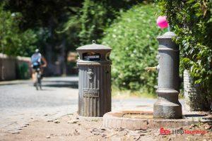 ROM_Via-Appia-Antica_Wasserspender_Muelleimer_l
